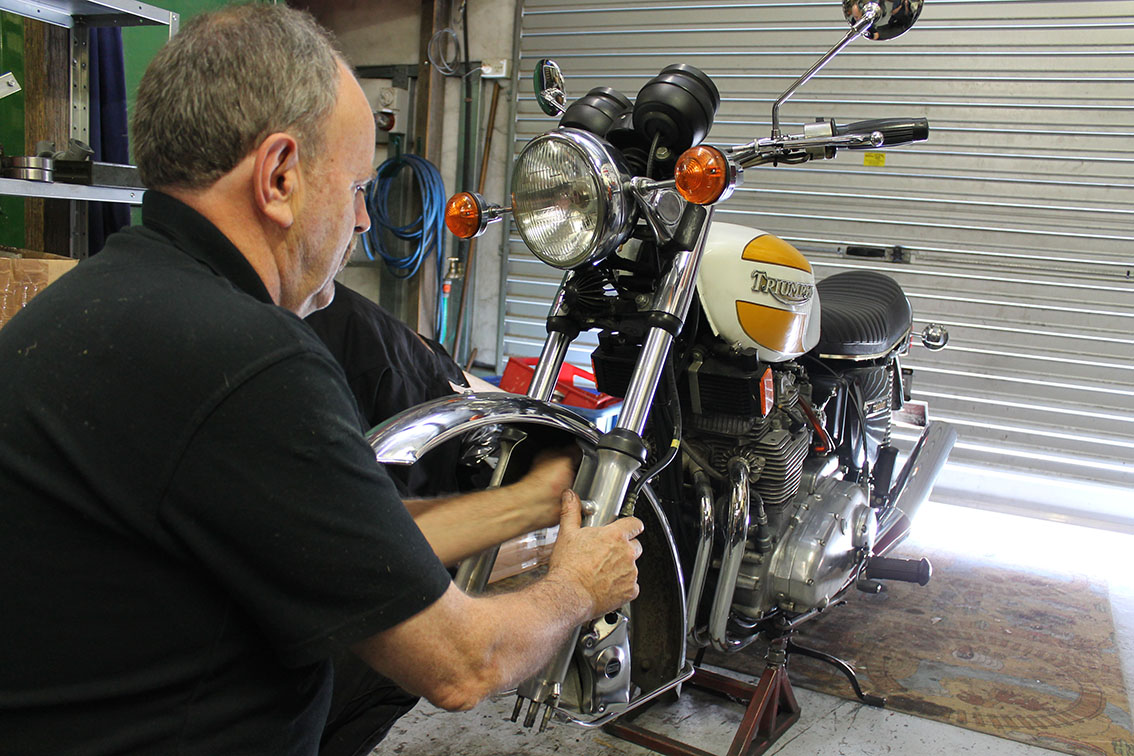 Triumph T160 fork seal replacement